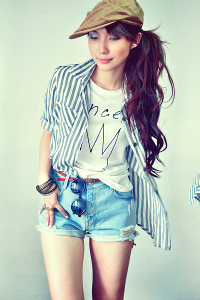ivory t-shirt - camel hat - heather gray shirt - light blue shorts