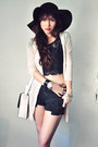 Black-shirt-off-white-bag-cream-cardigan-ruby-red-accessories