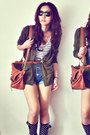 Black-boots-off-white-shirt-burnt-orange-bag-navy-shorts-gold-accessorie