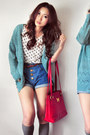 Off-white-shirt-ruby-red-bag-navy-shorts-heather-gray-socks-turquoise-bl