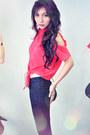 Navy-jeans-red-shirt-dark-brown-heels