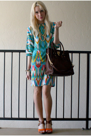 brown satchel Michael Kors bag - turquoise blue print calvin klein dress