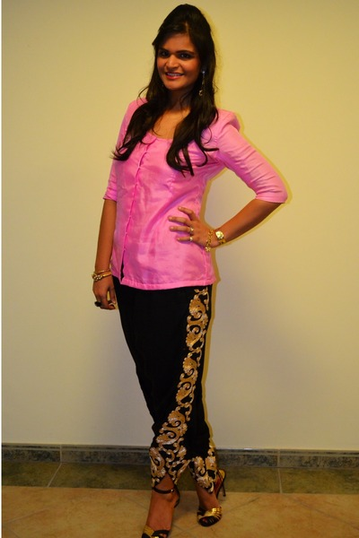 black masaba pants - bubble gum silk masaba top