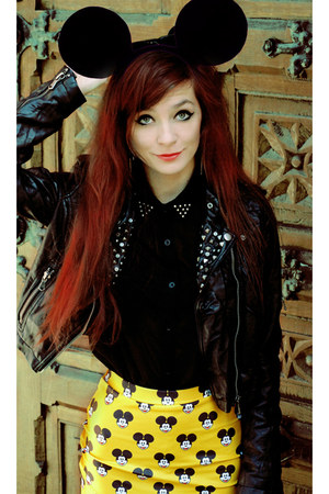 yellow Lovelysally skirt - black rock Motel Rocks shirt