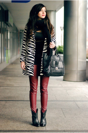 white printed Sheinside coat - black leather Choies boots