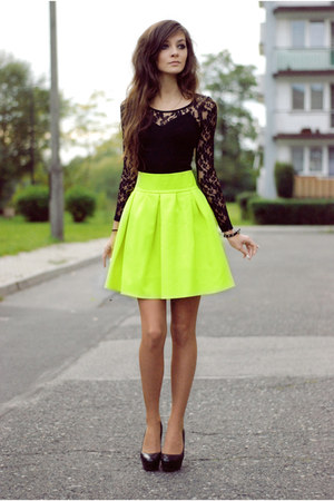 yellow neon Nasty Gal skirt - black black H&M dress