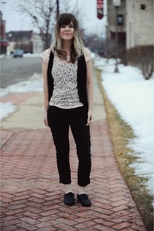 black Forever 21 vest - black Forever 21 jeans - black Aldo shoes - pink Forever