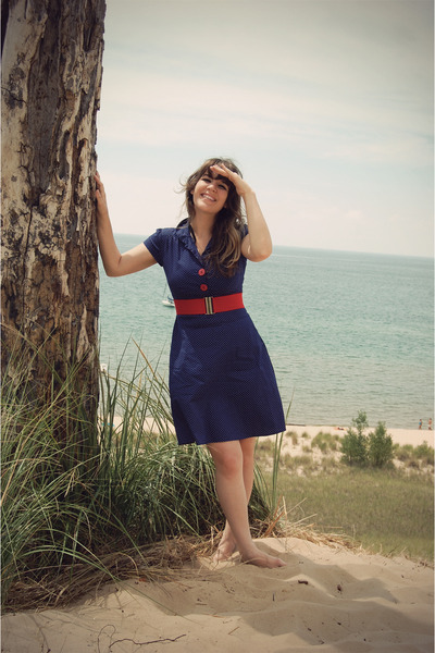 blue swap with the daily fashionista dress - red Forever 21 belt