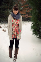 charcoal gray Shop Ruche scarf - brown Urban Outfitters boots