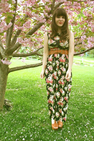 tawny Jessica Simpson heels - black modcloth dress - tawny Forever 21 belt