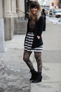 Black-cardigan-black-top-black-belt-black-tights-black-boots-white-ski