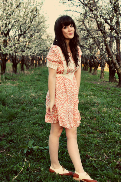 peach lily boutique dress - tawny modcloth flats