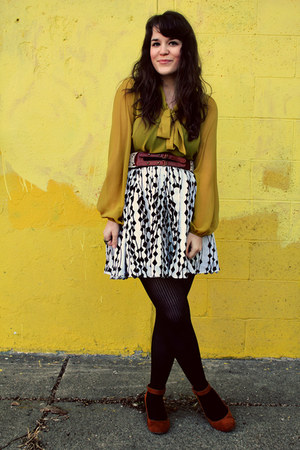 white Forever 21 skirt - black HUE tights - brown le mode accessories belt