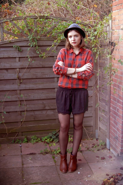 H&M shirt - H&M hat - Zara shorts