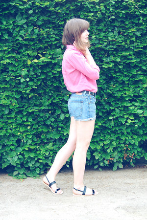 H&M blouse - Levis shorts - Park Lane sandals