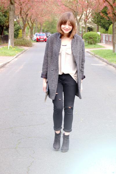 Primark coat - Zara boots - H&M pants - Vero Moda blouse