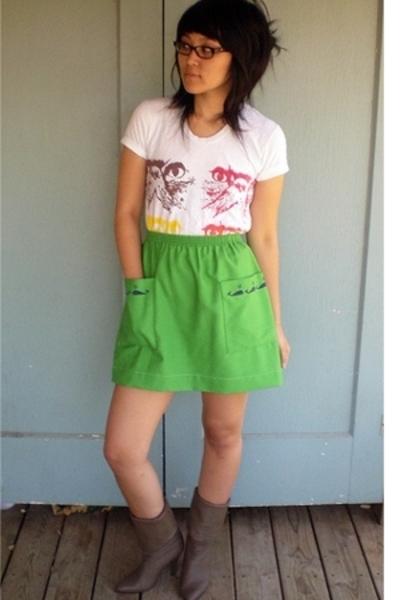 skirt - shirt - boots
