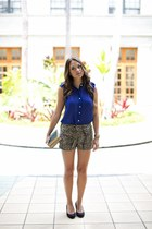 brown sassapaws shorts - blue top
