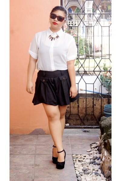 black wedges - black shorts - black necklace - white blouse