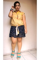 navy skirt - teal wedges - yellow top - red necklace