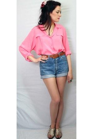 pink Aurora Vintage Boutique shirt - Levis shorts