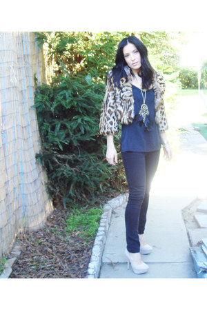 black studded f21 jeans - light brown faux fur jacket - black silk thrifted blou