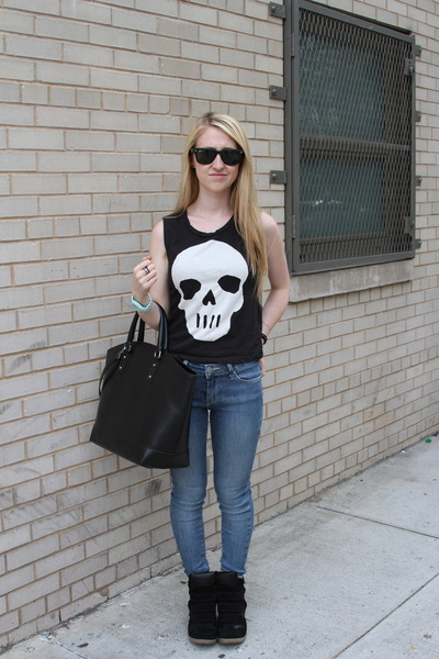 black H&M t-shirt - sky blue BDG jeans - black Zara bag