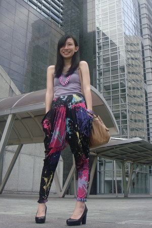 black harem pants Love Child Vintage pants - light purple Mango top - black Kenn