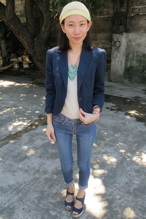 turquoise blue Bubbles necklace - navy EDC blazer - navy Shoe Etiquette wedges