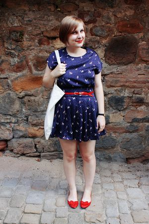 red my moms vintage belt - red kimchi & blue shoes - blue Forever 21 dress