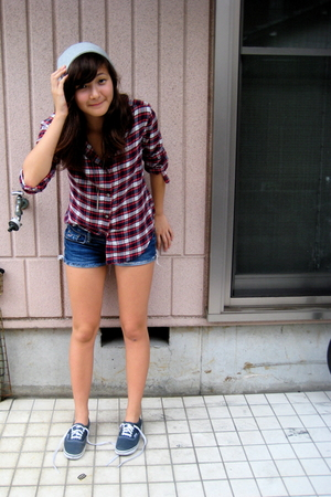 Uniqlo hat - Uniqlo shirt - hollister shorts - Vans shoes