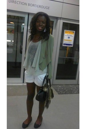 H&M jacket - SIX scarf - Mango bag - Zara shorts - Mango t-shirt - SIX earrings