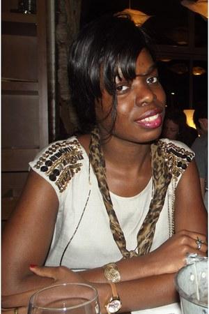 SIX bracelet - Zara dress - African scarf - SIX watch - African necklace