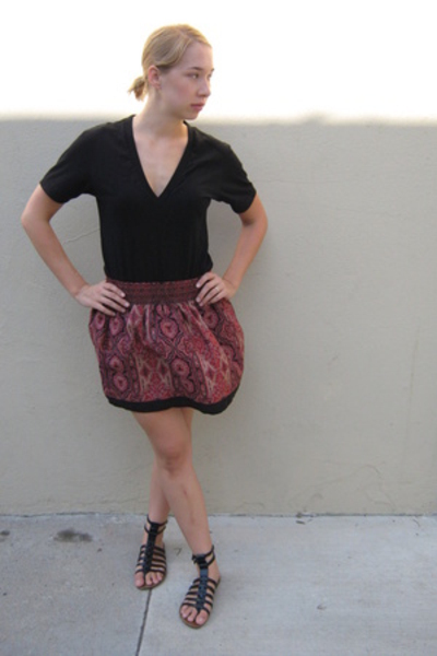 American Apparel t-shirt - Urban Outfitters skirt - sam edelman shoes