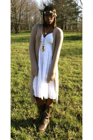 tan Almost Famous cardigan - dark brown leather Steve Madden boots