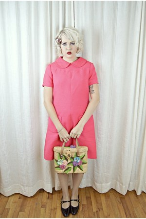 hot pink mod vintage dress - tan polynesian vintage bag - black vintage heels
