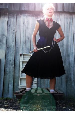 biker boots boots - georgette vintage dress - wwwbabetteversuscom accessories