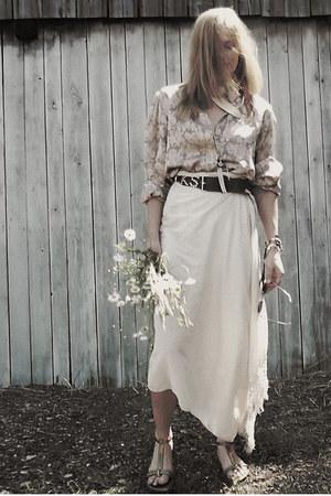 camel leather Clarks sandals - beige cotton H&M scarf