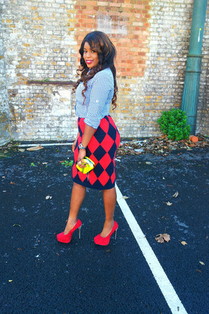 Burberry skirt - Tracy M shirt - MAXX purse - Zara necklace - Bebo pumps