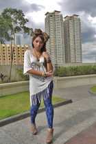 eggshell Zara Trufaluc top - blue Betty leggings - light brown shoes - brown acc