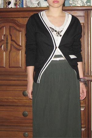 Knitwit cape - Target top - skirt - belt