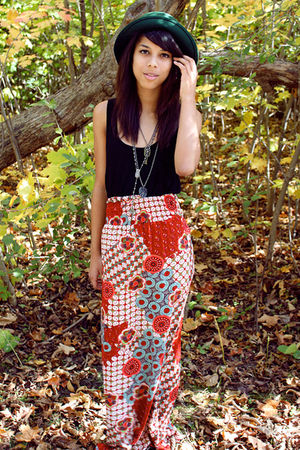 green thrift hat - black shirt - red thrift skirt