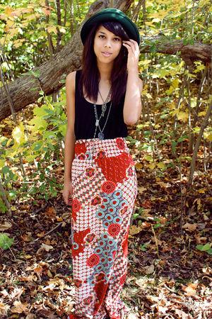 green thrift hat - black shirt - red thrift skirt