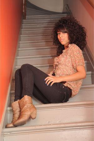 black Sirens jeans - brown boots - red floral vintage