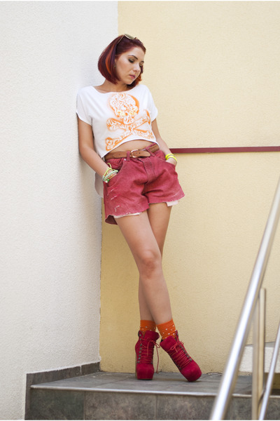 BAD style t-shirt - asos boots - diy cut off Levis shorts