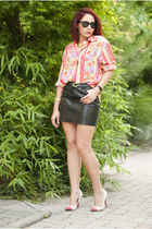 BAD style skirt - vintage shirt - Ray Ban sunglasses - vegas pumps