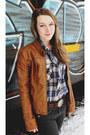 Brown-heritage-ariat-boots-brown-logo-belt-carhartt-belt-beige-wrangler-top