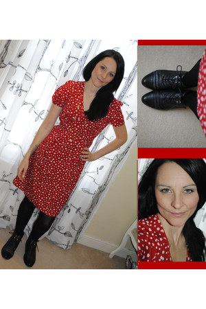 red tesco dress - black Primark boots - gold xmas present diva necklace