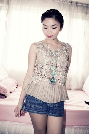 lace Flights of Fancy top - denim Kamiseta shorts - aztec Forever 21 necklace