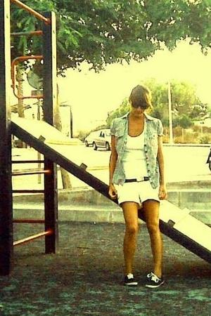 pull&bear shorts - Zara t-shirt - H&M shirt - vICTORIA shoes - nixon belt - Ray